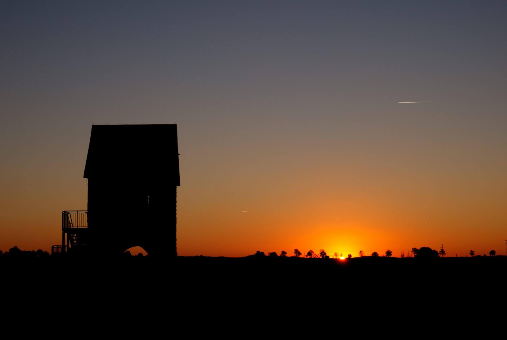 Königspfalz Werla im Sonnenuntergang