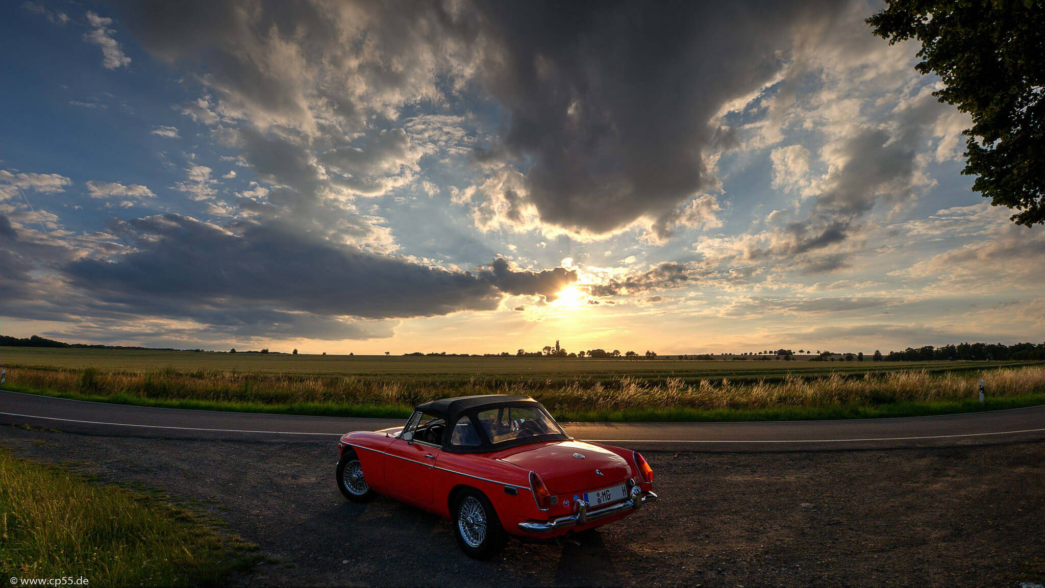 roter MGB Wolkenbild
