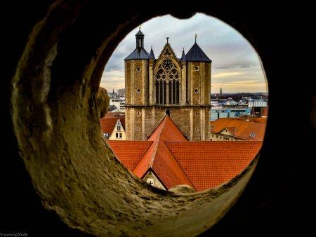 Der Braunschweiger Dom vom Rathausturm aus aufgenommen